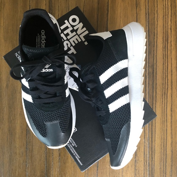 best service 105b3 85ed7 Adidas original flashbacks black and white sneaker